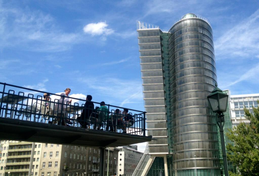 Uniqa Tower, © diverse Handypics mit freundlicher Genehmigung von photaq.com-Freunden (18.08.2014)