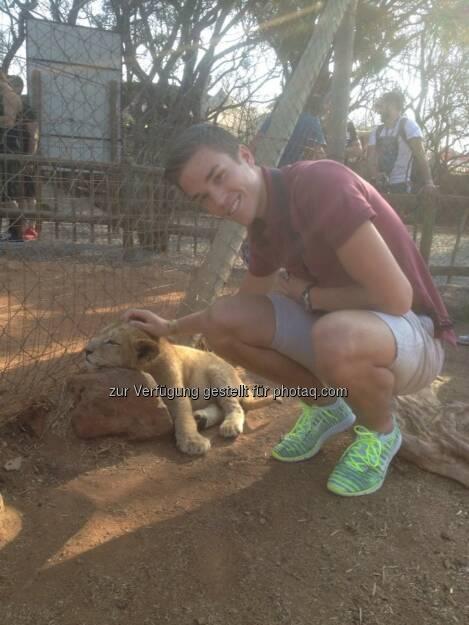 Südafrika: Der erste 'Arbeitstag' hier in Pretoria hat mich mit dem Red Bull Team und den X-Fighter Athleten in einen Safari Park geführt! Unglaublich tolles Erlebnis ..., © Gerald Pollak (20.08.2014)