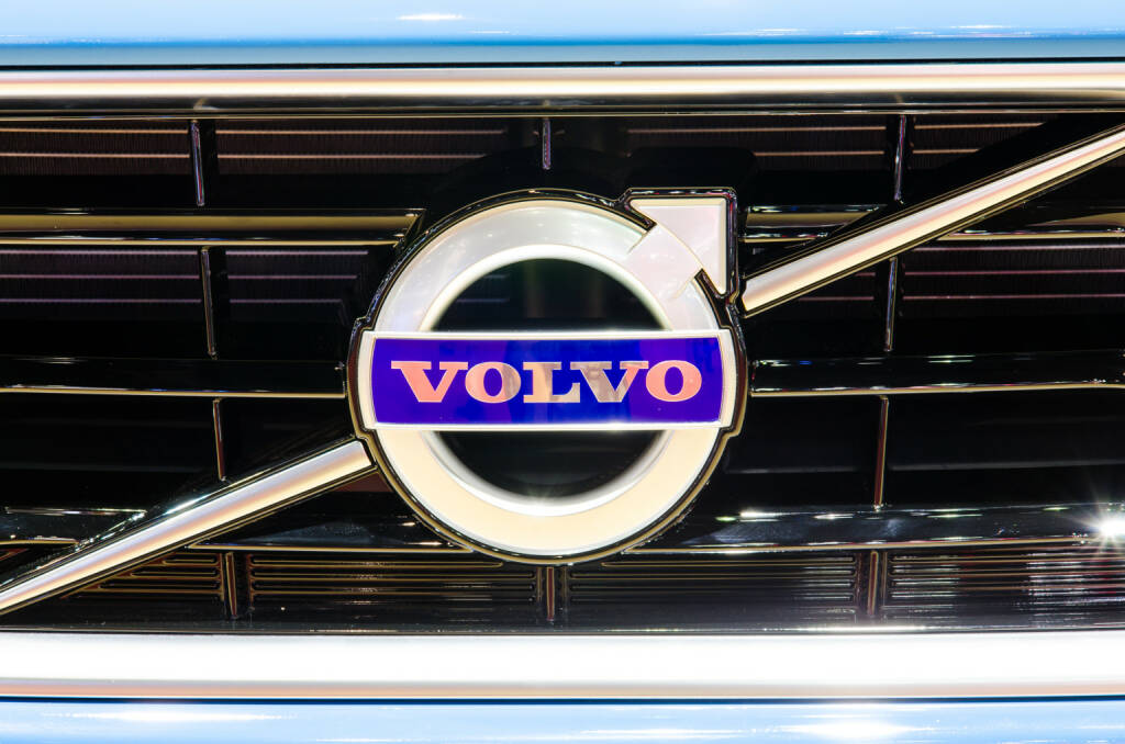 Logo, Volvo V40 <a href=http://www.shutterstock.com/gallery-694753p1.html?cr=00&pl=edit-00>Chatchai Somwat</a> / <a href=http://www.shutterstock.com/?cr=00&pl=edit-00>Shutterstock.com</a>, © www.shutterstock.com (20.11.2017)