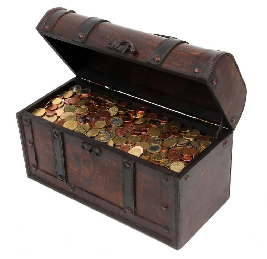 Schatzkiste, Schatz, Geld, Truhe, Besitz, Gold, anhäufen, sammeln, horten, http://www.shutterstock.com/de/pic-90122110/stock-photo-treasure-chest-with-coins.html?src=4x4MhmetWTGM4epE7aax0g-1-42 , © www.shutterstock.com (18.03.2018)