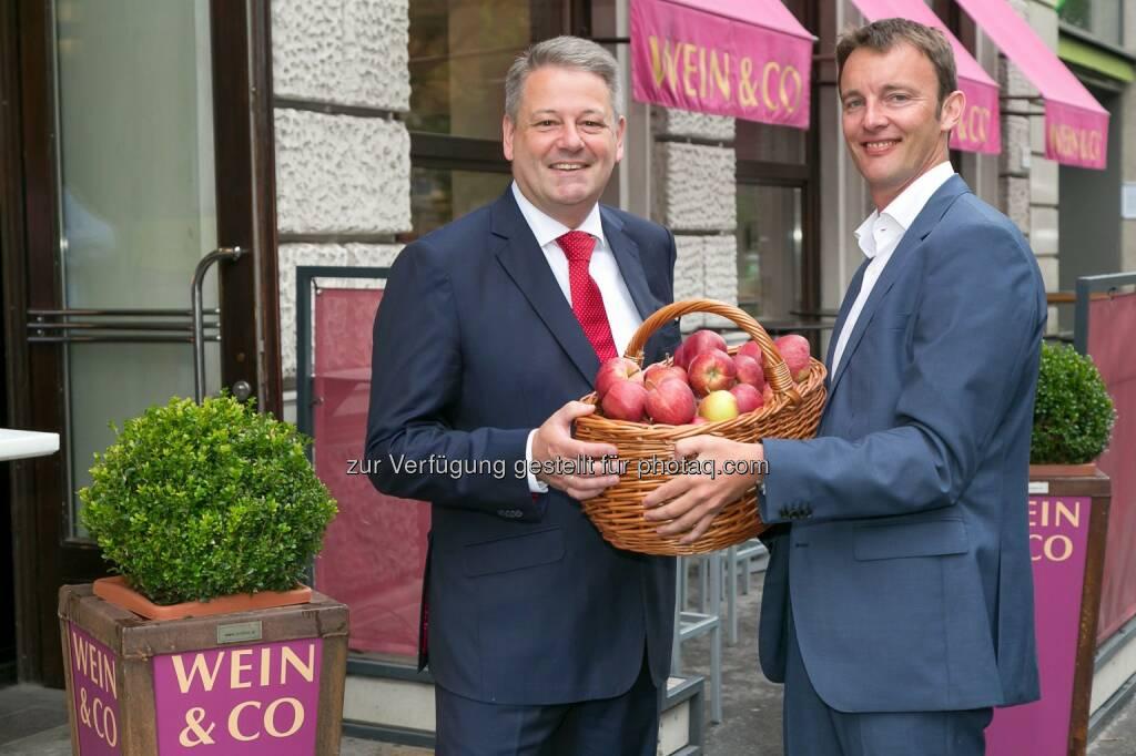 Bundesminister Andrä Rupprechter, Florian Grösswang/ GF Wein & Co: Wein & Co unterstützt österreichische Landwirte in Krisenzeiten, © Aussender (29.08.2014)