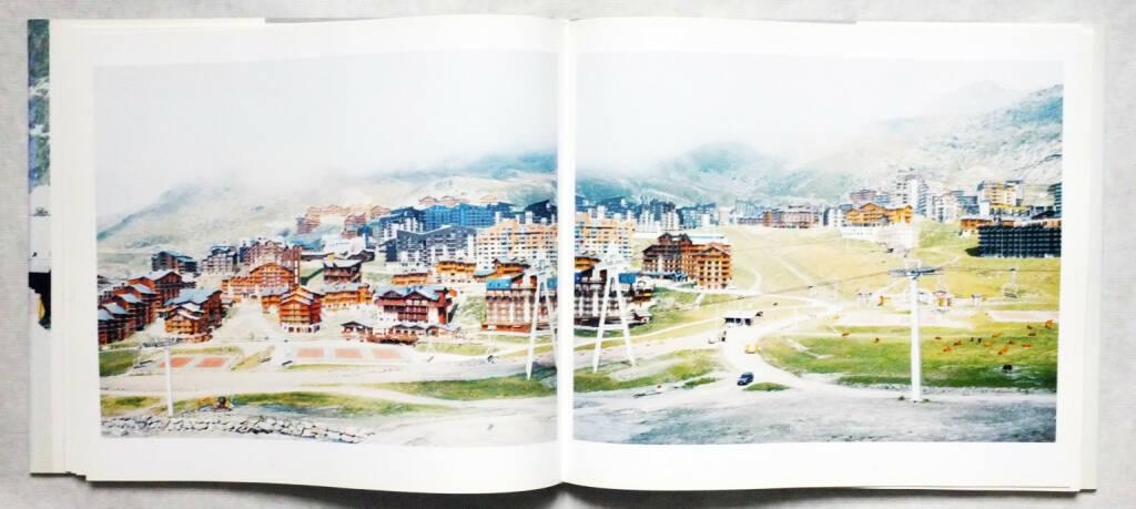 Walter Niedermayr - Reservate des Augenblicks. Momentary Resorts 200-450 Euro, http://josefchladek.com/book/walter_niedermayr_-_reservate_des_augenblicks_momentary_resorts (31.08.2014)