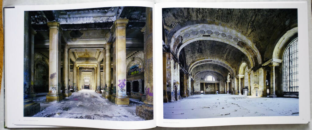 Yves Marchand and Romain Meffre - The Ruins of Detroit, 200-300 Euro, http://josefchladek.com/book/yves_marchand_and_romain_meffre_-_the_ruins_of_detroit (31.08.2014)