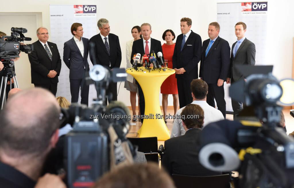 Reinhold Mitterlehner Team (Bild: ÖVP/Andreas Röbl) (31.08.2014)