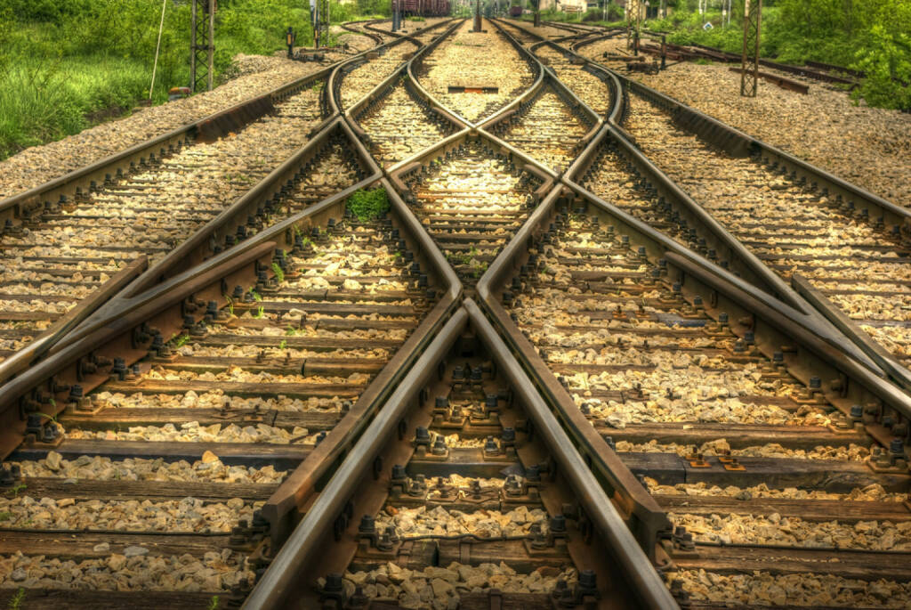 Bahn, Eisenbahn, Schienen, Weg, verschlungen, Kreuzung, Scheideweg, Entscheidung, Richtung, Weiche, Knotenpunkt, Knoten, http://www.shutterstock.com/de/pic-64341418/stock-photo-railway-hdr-image.html , © (www.shutterstock.com) (02.09.2014)
