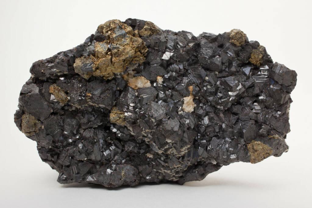 Sphalerit, Zink, Zinkblende , http://www.shutterstock.com/de/pic-156381545/stock-photo-sphalerite-main-ore-of-zinc.html, © www.shutterstock.com (02.09.2014)