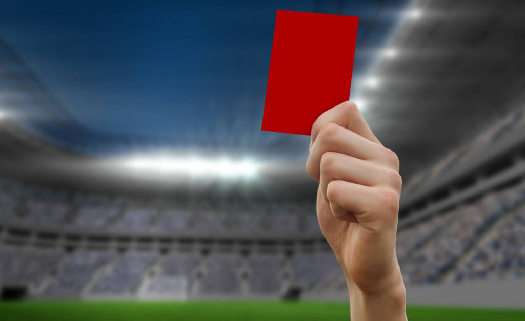 rote Karte, rot, stop, nein, negativ, schluss, aus, Ende, http://www.shutterstock.com/de/pic-198415349/stock-photo-hand-holding-up-red-card-against-football-stadium.html, © www.shutterstock.com (17.01.2018)