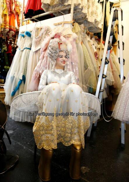 ART for ART Theaterservice GmbH: Kostüm-Flohmarkt in der Volksoper, © Aussender (03.09.2014)