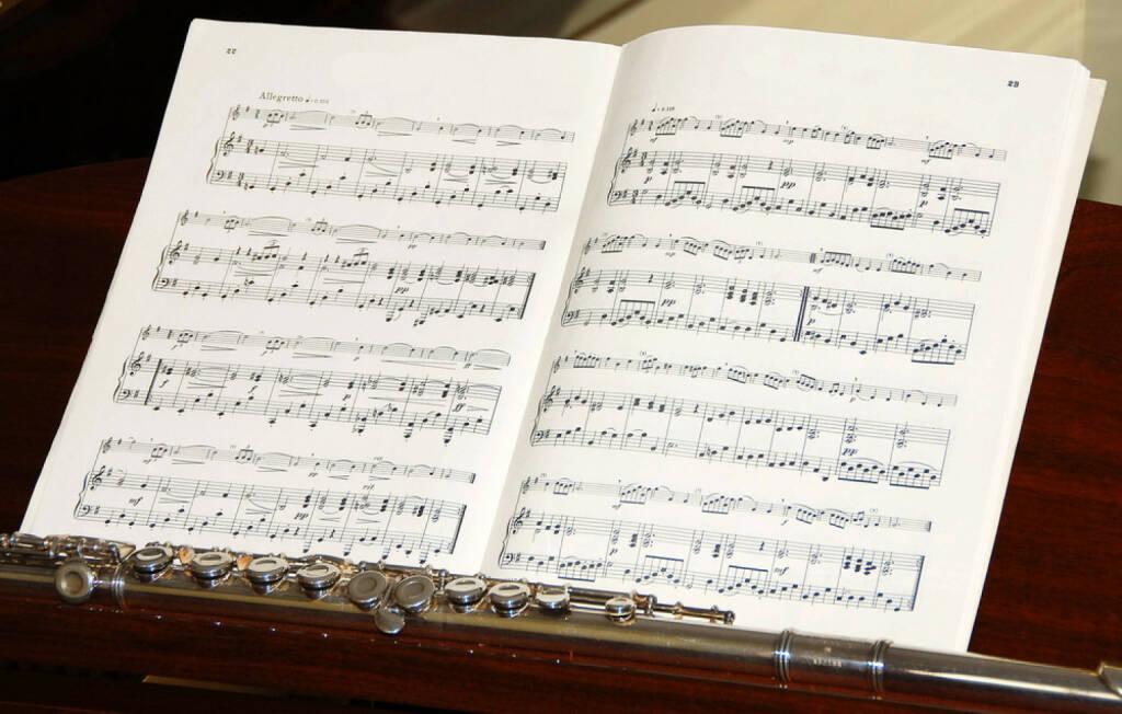 Musik, Noten, Notenblatt, Querflöte, ck.com/de/pic-23922142/stock-photo-sheet-of-music-and-flute.html, © www.shutterstock.com (05.09.2014)