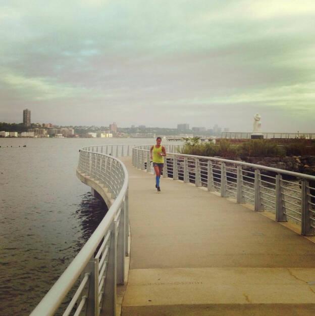 Monika Kalbacher beim Tempolauf entlang des Hudson Rivers als Vorbereitung für den NYC Marathon, https://www.facebook.com/kalbacher.monika, © Diverse  (12.09.2014)