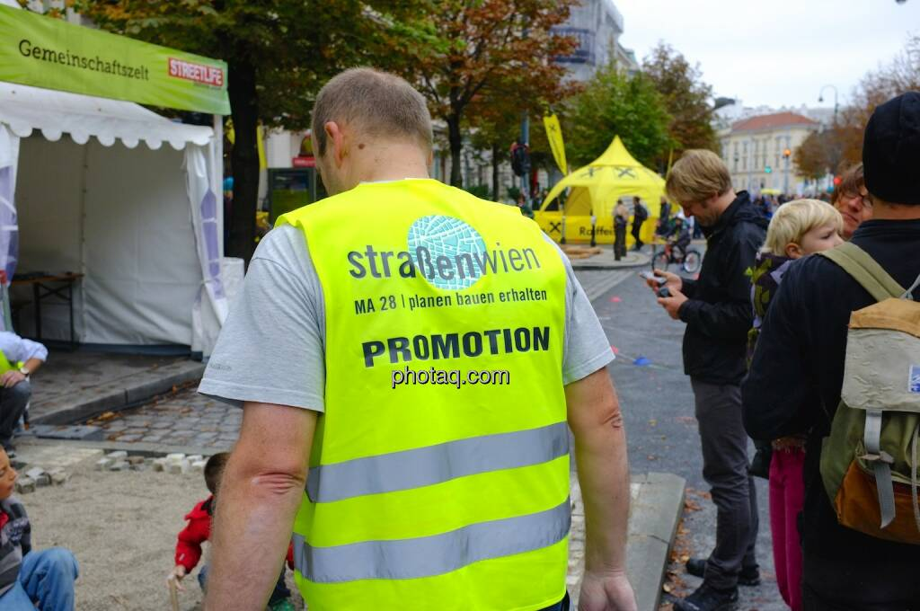 Straßen Wien, MA28, Promotion, gelbe Jacke, © photaq.com (14.09.2014)