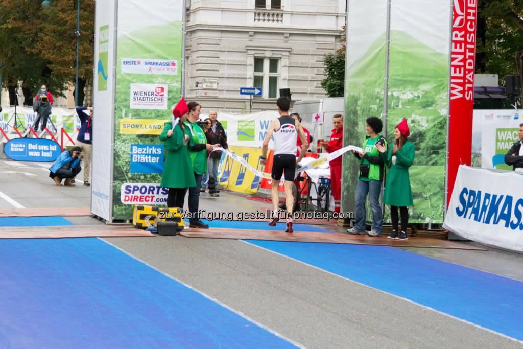 Wolfgang Hiller, Sieger Viertelmarathon Herren, Wachau Marathon 2014, © Milena Ioveva  (14.09.2014)