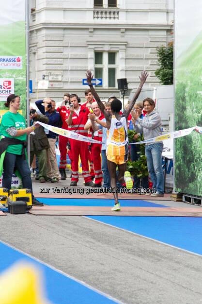Wanjiru Daniel-Kinyua, Sieger Halbmarathon Herren, Wachau Marathon 2014, © Milena Ioveva  (14.09.2014)