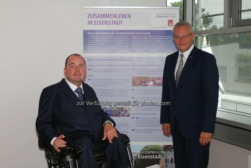 Bürgermeister Thomas Steiner und Geschäftsführer Reinhard Rodlauer: Rodlauer Consulting GmbH: Erfolgreicher Auftakt für barrierefreies Eisenstadt (16.09.2014)