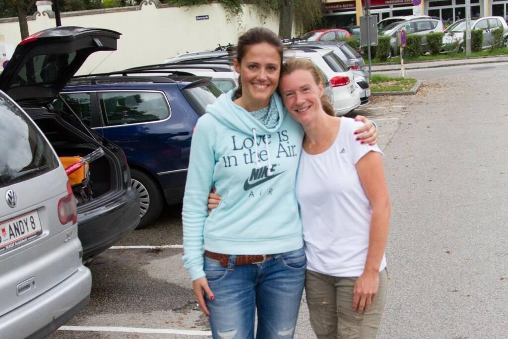Milena Ioveva (Porr AG) und Martina Draper beim Wachau Marathon, Bilder vom Wachau Marathon: http://photaq.com/page/index/1467/wachau_marathon_2014#bild_25434  (16.09.2014)