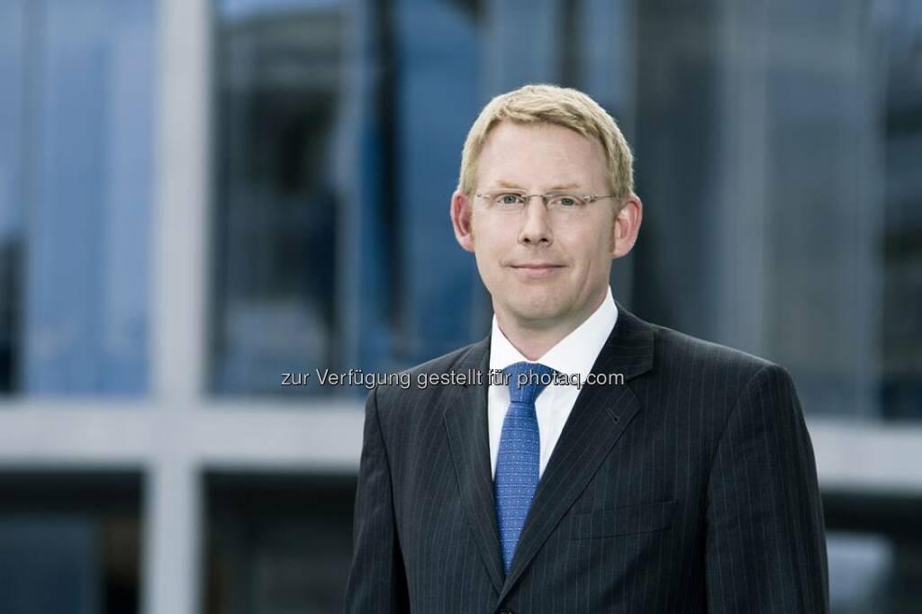 Peret Bergmann (42) ist neuer Geschäftsführer der Patrizia WohnInvest KAG (PWI). Die Geschäftsführung der PWI wurde damit zum 1. August 2014 erweitert. Die 2007 gegründete PWI verantwortet heute sieben Immobilien-Spezialfonds mit einem Gesamtinvestitionsvolumen von über zwei Mrd. Euro. http://bit.ly/1s7Ryj8  Source: http://facebook.com/patriziaimmobilien, © Aussender (18.09.2014)