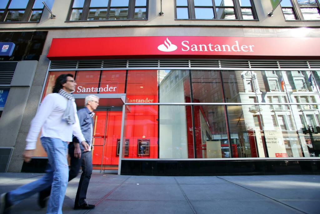 Banco Santander, Logo, Filiale <a href=http://www.shutterstock.com/gallery-895366p1.html?cr=00&pl=edit-00>Northfoto</a> / <a href=http://www.shutterstock.com/editorial?cr=00&pl=edit-00>Shutterstock.com</a>, © www.shutterstock.com (19.09.2014)