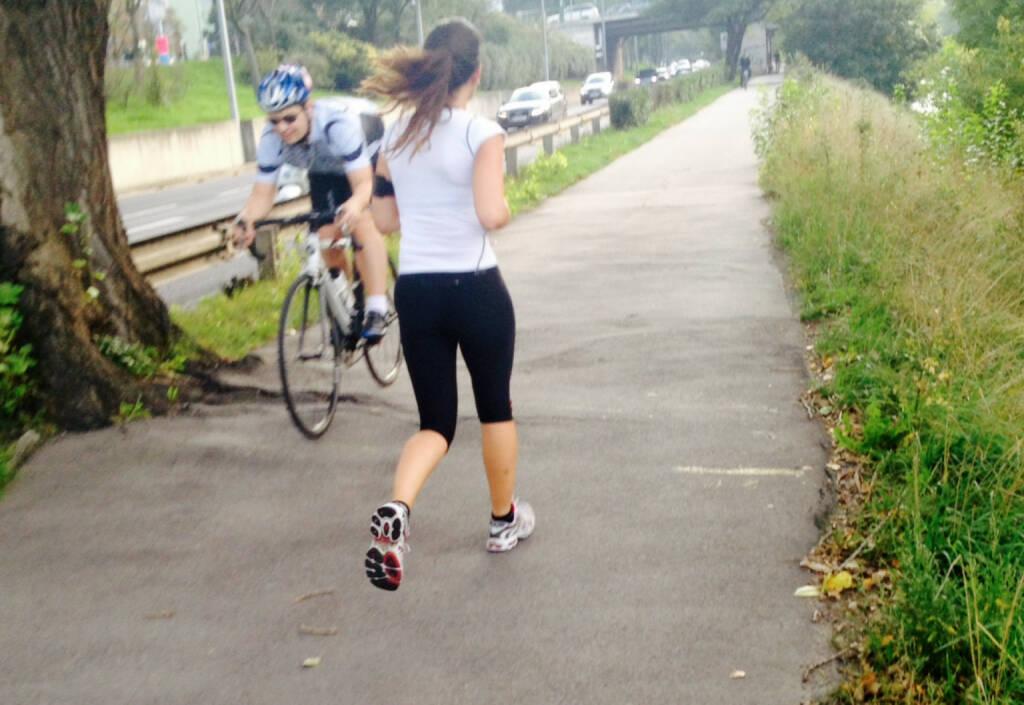 Laufen Radfahren Begegnung, © diverse Handypics mit freundlicher Genehmigung von photaq.com-Freunden (20.09.2014)