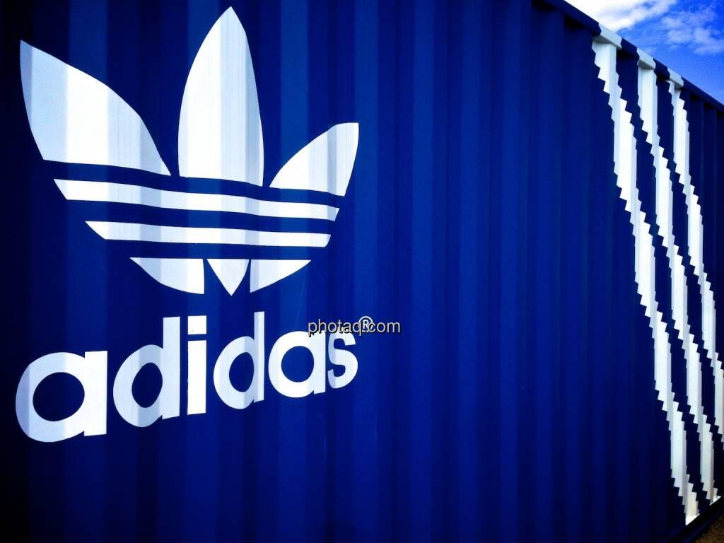 adidas, drei Streifen, Logo, Container, © photaq.com (20.09.2014)