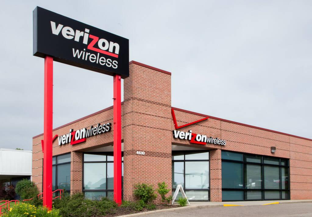 Verizon Wireless retail store <a href=http://www.shutterstock.com/gallery-931246p1.html?cr=00&pl=edit-00>Ken Wolter</a> / <a href=http://www.shutterstock.com/editorial?cr=00&pl=edit-00>Shutterstock.com</a>, © www.shutterstock.com (22.09.2014)