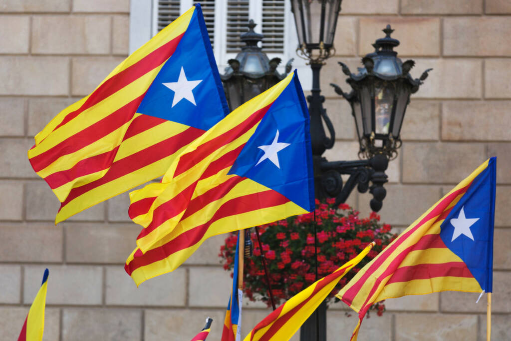 Katalonien, Spanien, Fahne, Flagge, http://www.shutterstock.com/de/pic-202049845/stock-photo-catalonia-flags-with-blue-estelada-in-cityspace.html, © shutterstock.com (22.09.2014)