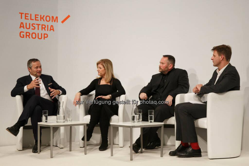 Diskutierten über die Zukunft der Medien: Gastgeber Hannes Ametsreiter, Arianna Huffington, Stefan Niggemeier und Moderator des Abends Michael Fleischhacker, © Telekom Austria Group / Rainer Eckharter (24.09.2014)