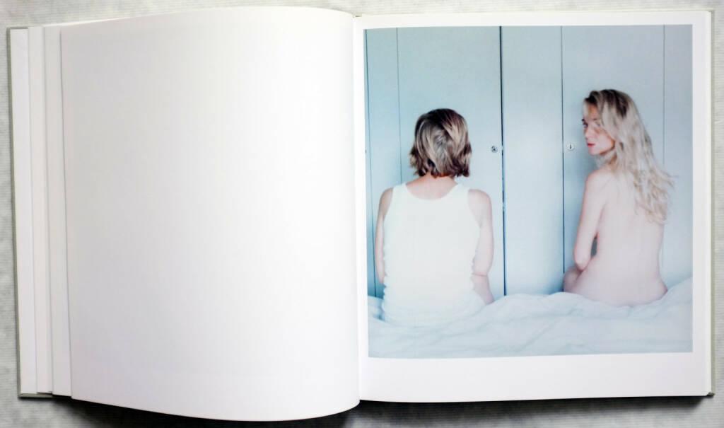 Anna Clarén - Holding (2006) - 150-250 Euro, http://josefchladek.com/book/anna_claren_-_holding (28.09.2014)