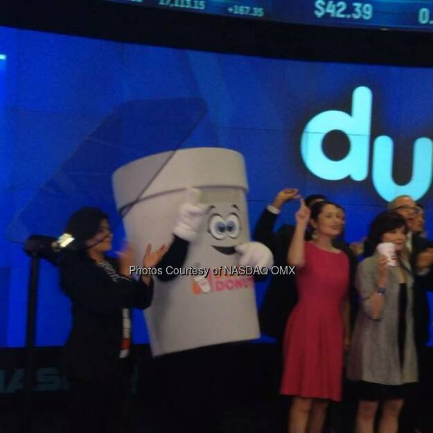 Kicking off #NationalCoffeeDay just right with our friends from @DunkinDonuts #NASDAQ #OpeningBell  Source: http://facebook.com/NASDAQ (29.09.2014)