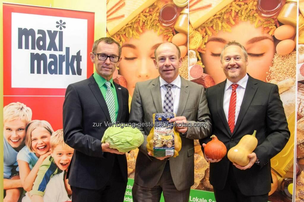 Klaus Hraby, GF Efko GmbH, LR Max Hiegelsberger, Thomas Schrenk, GF Maximarkt Handels GmbH: Maximarkt: für über 1 Mio Kunden Obst und Gemüse auf Eferding, © Aussender (30.09.2014)