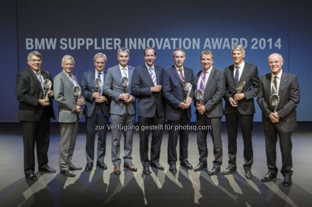 Klaus Draeger, Mitglied des Vorstands der BMW AG, Einkauf und Lieferantennetzwerk (Mitte), mit den Siegern des BMW Supplier Innovation Awards: BMW Group zeichnet Lieferanten für beste Innovationen aus, © Aussendung (02.10.2014)