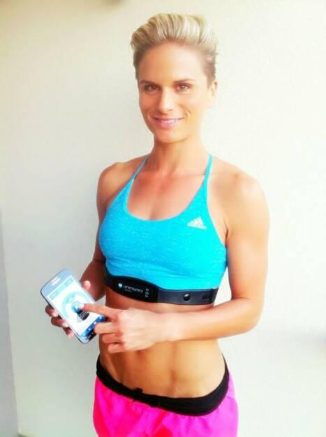 Elisabeth Niedereder: Meine neueste Errungenschaft ist das Must - have für jeden leistungsorientierten Sportler! Der Vitalmonitor von Pulse 7 misst dein EKG und deine HRV (=Herzratenvariabilität) und zeigt dir somit mit präziser Genauigkeit an, wie fit, erholt und gestresst du aktuell bist und liefert damit wichtige Inputs für dein Training! Das subjektive Empfinden täuscht manchmal, die 'inneren' Werte hingegen lügen nie  Einfacher gesagt weißt du, ob du beim Training schon wieder Vollgas geben kannst oder du noch etwas mehr Regeneration benötigst! Mehr Infos findest du unter http://www.vital-monitor.com! Ich werde auch hier auf meiner Fanpage in Zukunft einige Messdaten preisgeben und zeigen, wie man den Vitalmonitor am besten im Trainingsalltag einsetzt! , © Diverse  (03.10.2014)