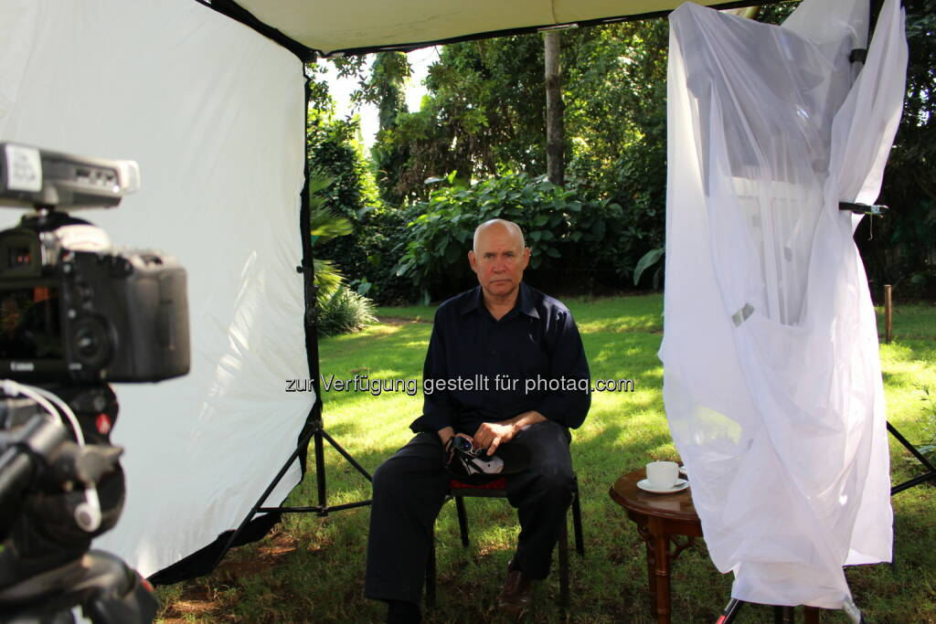 Fotograf und Fotojournalist Steve McCurry am Set des Lavazza Kalenders 2015: Lavazza Kaffee GmbH: Lavazza Kalender 2015: Starfotograf Steve McCurry porträtiert die Earth Defenders, © Aussendung (06.10.2014)
