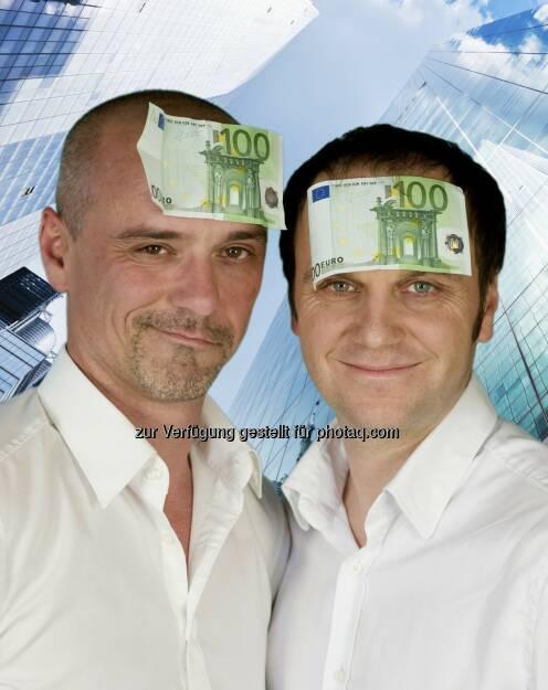 Je 100 Euro auf dem Kopf: Finanz-Kabarett Premiere der Financing Stars  - die beiden Business-Kabarettisten Jürgen Vogl und Bernhard Baumgartner alias Financing Stars bringen die Finanzkrise auf heimische Kabarettbühnen. Die Premiere des Kabarett-Joint-Ventures findet am 10. November 2014 im Casanova Wien statt. Auch Kleinsparer sind willkommen, wenn mit allen Unklarheiten aufgeräumt wird! © http://www.HumorAG.at , © Aussender (14.10.2014)