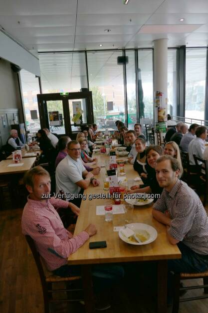 Intranet Verantwortliche u.a. von Deloitte, Spar, Arbeiterkammer und Swarovski beim Erfahrungsaustausch in den Twin Towers in Wien, (C) advatera.com (15.10.2014)