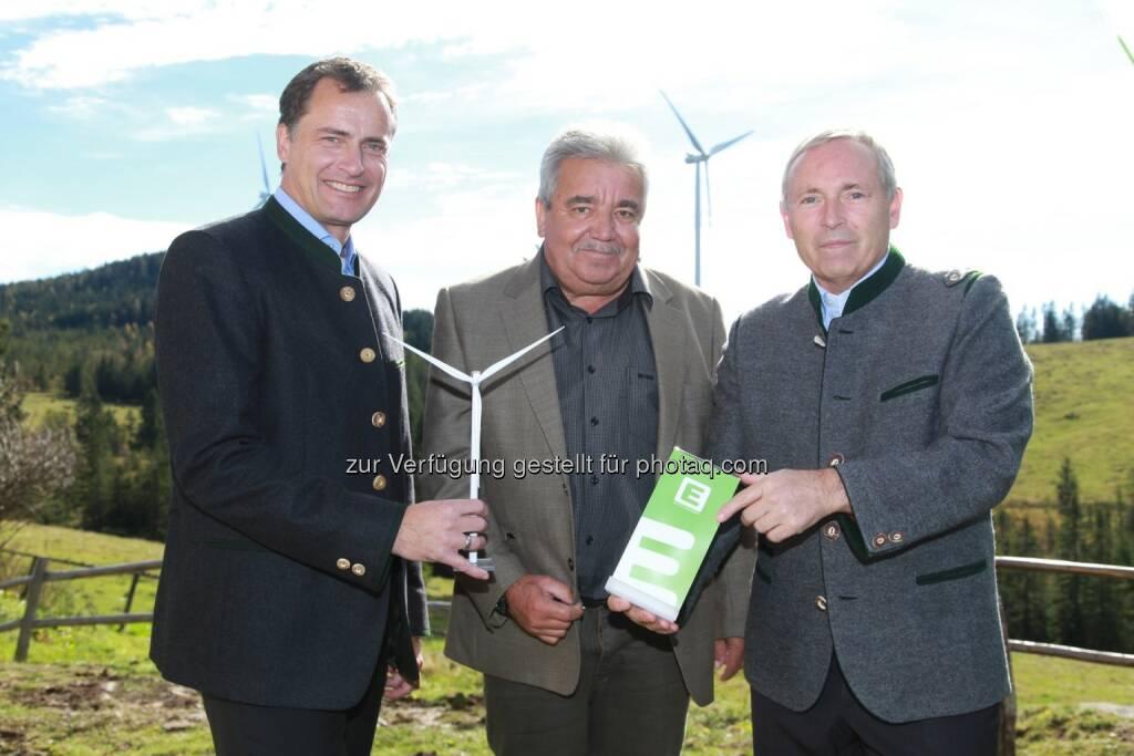 Olaf Kieser, Vorstandsdirektor Energie Steiermark, Bürgermeister Franz Farmer (Kloster) und Christian Purrer, Vorstandssprecher Energie Steiermar - Energie Steiermark eröffnet ersten Windpark (Bild: Wiesner Energie Steiermark), © Aussendung (16.10.2014)