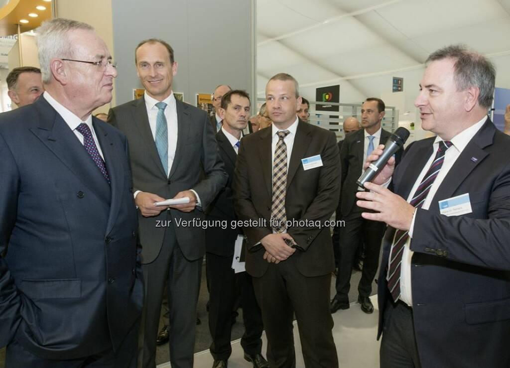Martin Winterkorn, Vorstandsvorsitzender der Volkswagen AG, besuchte am 14. Oktober zusammen mit weiteren Vorstandskollegen den Messestand der BASF, auf der IZB 2014,  um sich über Innovationen aus der Chemie für zukünftige Mobilitätslösungen zu informieren. [CR] http://www.basf.com/group/pressemitteilungen/P-14-362  Source: http://facebook.com/BASF.Deutschland (16.10.2014)