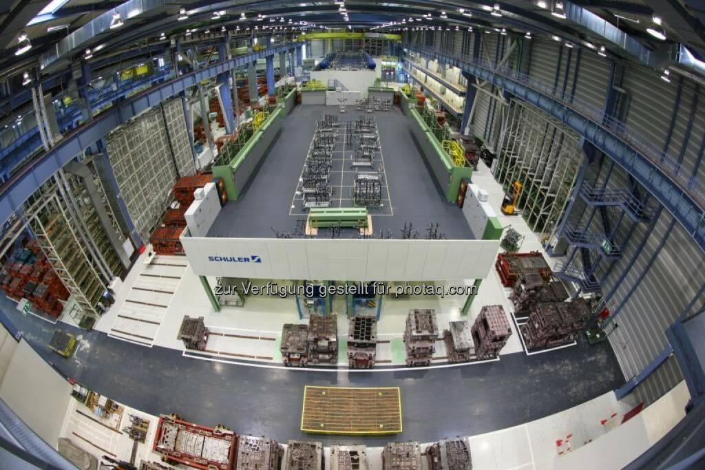 Mercedes-Benz investiert mehr als 100 Millionen Euro in das Presswerk Bremen: Neue Servopressenlinie im Mercedes-Benz Werk Bremen, © Aussender (17.10.2014)