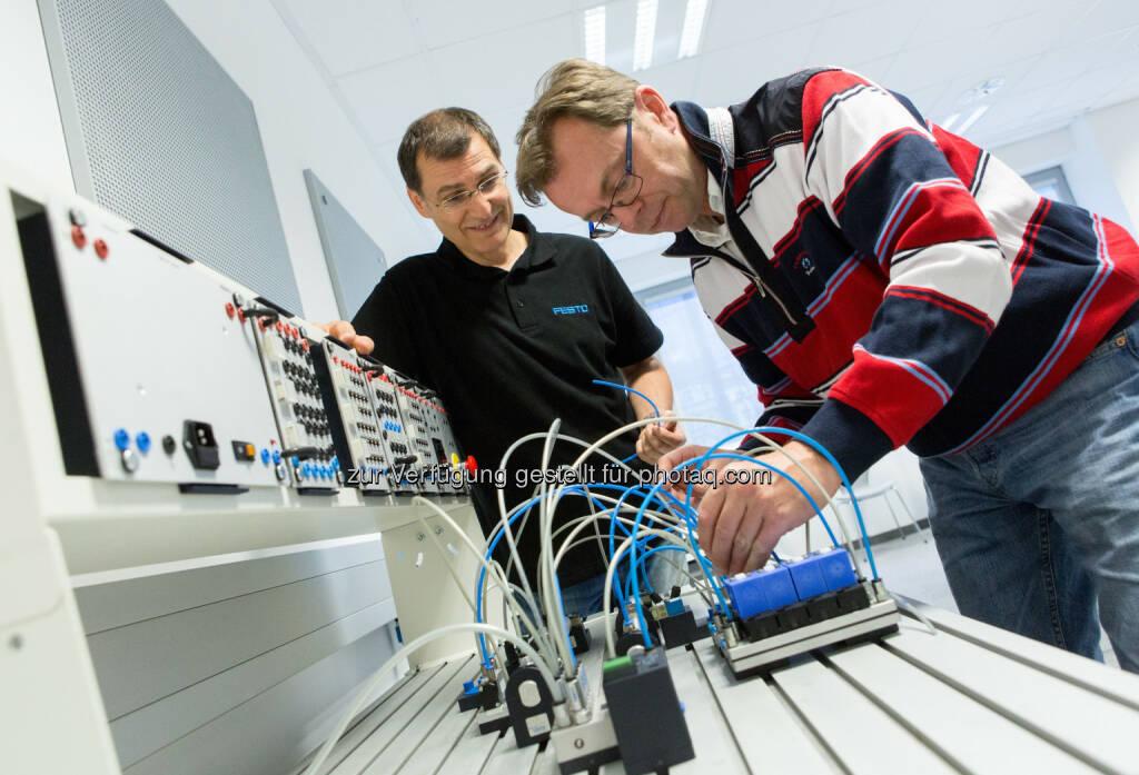 Festo bietet zertifizierte Ausbildung zum/zur MechatronikerIn. Im Fokus: Ältere TechnikerInnen, © Aussendung (20.10.2014)