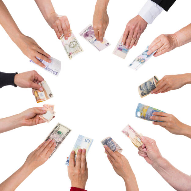 Konzept Crowdfunding, unterschiedliche Währungen http://www.shutterstock.com/de/pic-191838713/stock-photo-concept-crowdfunding-with-a-lot-of-hands-with-different-currencies.html, © www.shutterstock.com (17.01.2018)