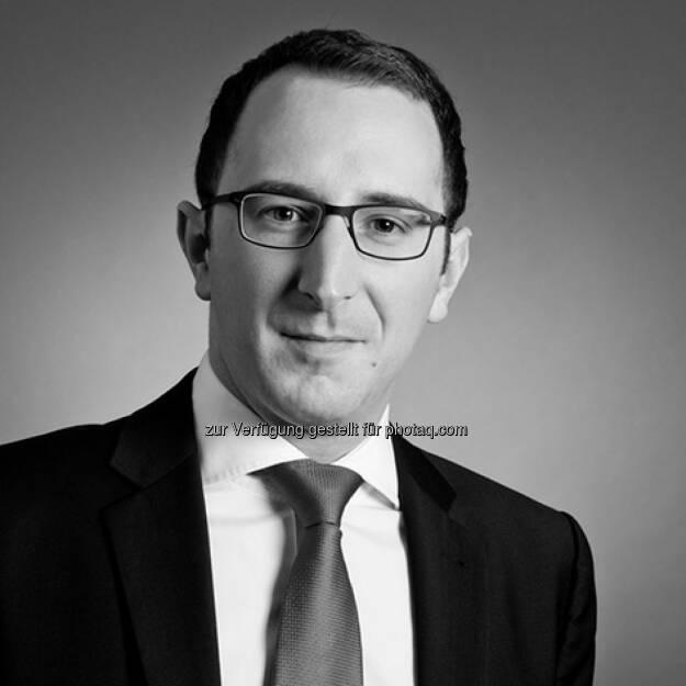 Christoph Bast (34) war bis zuletzt im Equity Research der DZ Bank AG tätig und betreut bei der equinet Bank AG ab sofort den Sektor Medien und Internet. Der Diplom-Kaufmann befasste sich im Zuge seines bisherigen beruflichen Werdegangs bereits ausgiebig mit Branchengrößen wie Axel Springer, ProSiebenSat.1 oder Sky Deutschland. Dabei greift Christoph Bast auf einen inzwischen rund zehnjährigen Erfahrungsschatz im Bereich des Investment Banking zurück. , © Aussender (20.10.2014)