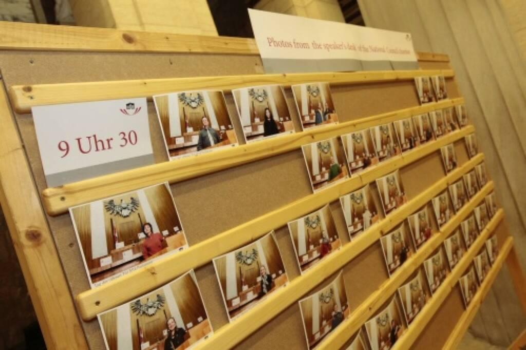 9:30 Uhr Fotoswand mit Fotos vom Rednerpult, © Parlamentsdirektion / Bildagentur Zolles KB / Martin Steiger (26.10.2014)
