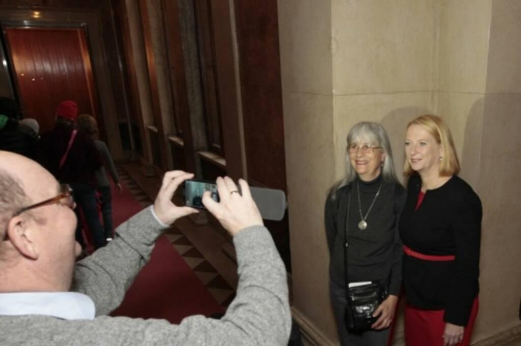 Ein Foto mit Nationalratspräsidentin Doris Bures, © Parlamentsdirektion / Bildagentur Zolles KB / Martin Steiger (26.10.2014)
