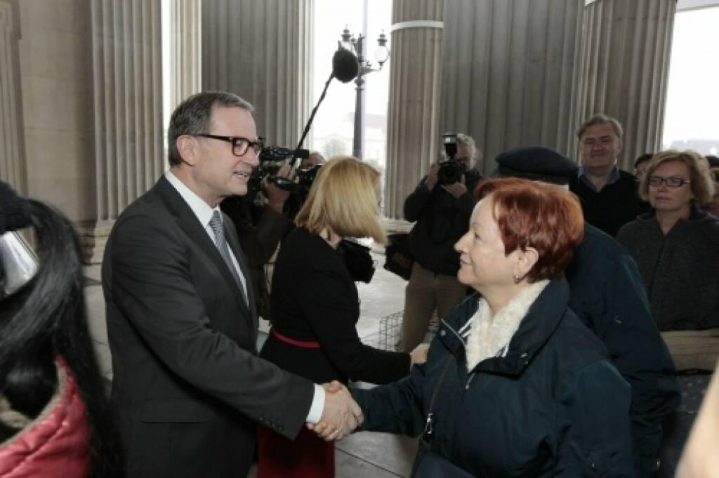 Zweiter Nationalratspräsident Karlheinz Kopf begrüsst die BesucherInnen, © Parlamentsdirektion / Bildagentur Zolles KB / Martin Steiger (26.10.2014)