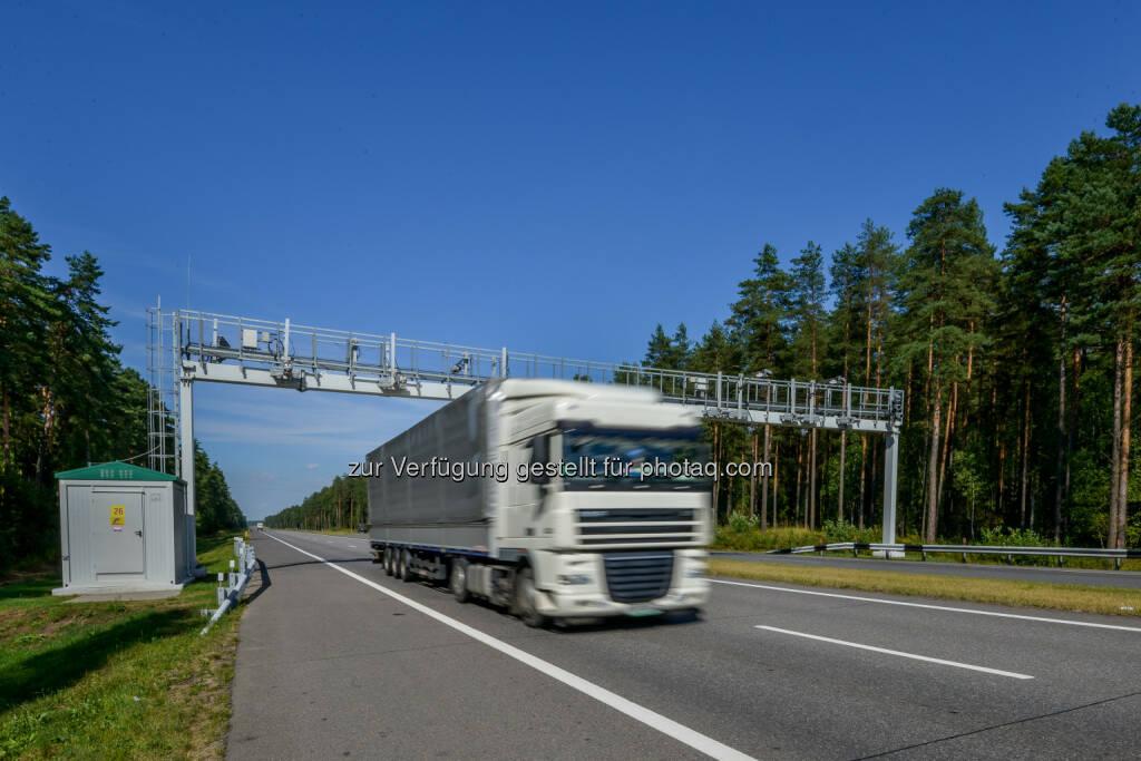 Das von Kapsch TrafficCom implementierte und betriebene weißrussische BelToll-Mautsystem hat im Oktober die Schwelle von 200.000 registrierten Fahrzeugen überschritten. Die Anzahl der registrierten Fahrzeuge ist eine wichtige Messgröße für die Effizienz und Akzeptanz des Systems. Sie bedeutet auch höhere Einnahmen für den Staat und somit mehr verfügbare Mittel für Wartung, Modernisierung und Ausbau des Straßennetzes © KTCG, © Aussendung (27.10.2014)