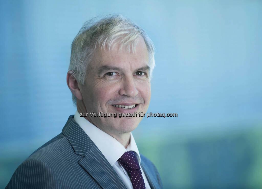 ams  erweitert seinen Vorstand mit sofortiger Wirkung um Thomas Stockmeier als Chief Operating Officer (COO) neben Kirk Laney, Vorstandsvorsitzender, und Michael Wachsler-Markowitsch, Vorstand Finanzen. Stockmeier sammelte in seiner 29-jährigen Laufbahn im Elektroniksektor umfassende Erfahrung auf den Gebieten F&E und Produktion von Halbleitern sowie in verwandten Bereichen. Nach seinem Abschluss als Diplomingenieur Werkstoffwissenschaften war er 13 Jahre in verschiedenen Positionen bei ABB Group, Schweiz, tätig, darunter Leiter F&E bei ABB Semiconductors AG, und promovierte in Elektrotechnik. Von 1999 bis 2013 war rt Mitglied der Geschäftsleitung der Semikron Elektronik GmbH, Deutschland, verantwortlich für Technologie, Qualität und Produktion. Im April 2013 wechselteStockmeier als General Manager des Industrie- und Medizintechnikgeschäfts zu ams. 2014 übernahm er die Verantwortung für den Geschäftsbereich Sensors and Sensor Interfaces sowie den Bereich Corporate Technology.  , © Aussender (29.10.2014)