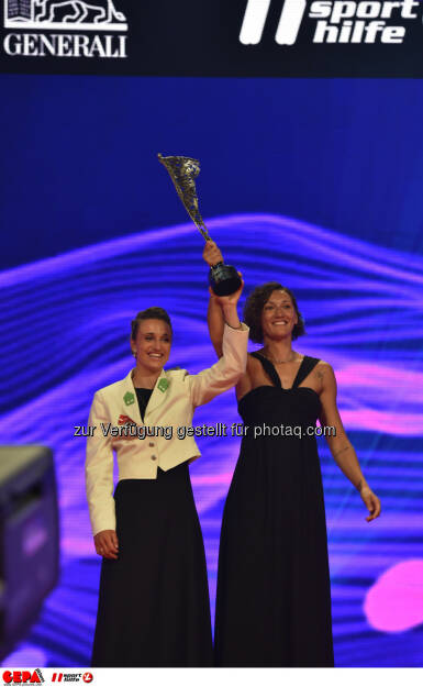Lara Vadlau and Jolanta Ogar, Mannschaft des Jahres, Lotterien Gala Nacht des Sports, Photo: Gepa pictures/ Michael Riedler, ©  Gepa pictures/ Michael Riedler (31.10.2014)