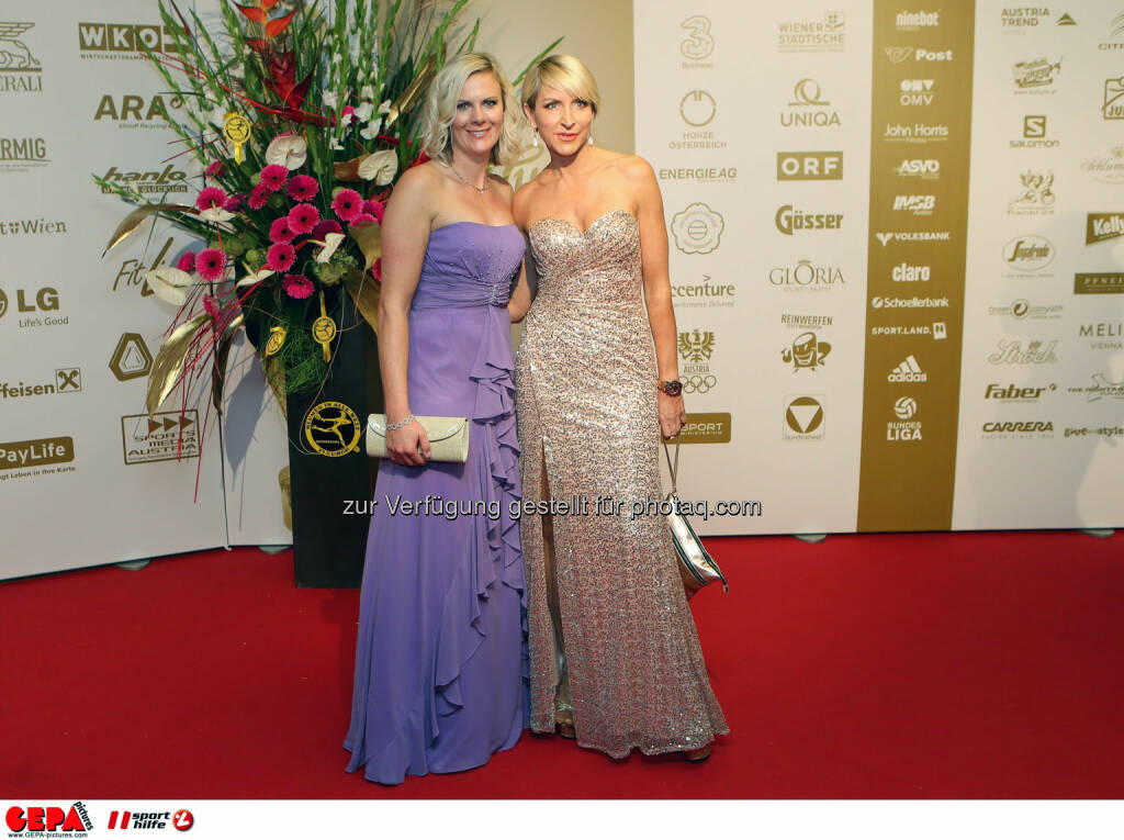 Nicole Hosp (AUT) und  Heather Mills. Photo: GEPA pictures/ Christian Walgram, ©  Gepa pictures/ Michael Riedler (31.10.2014)