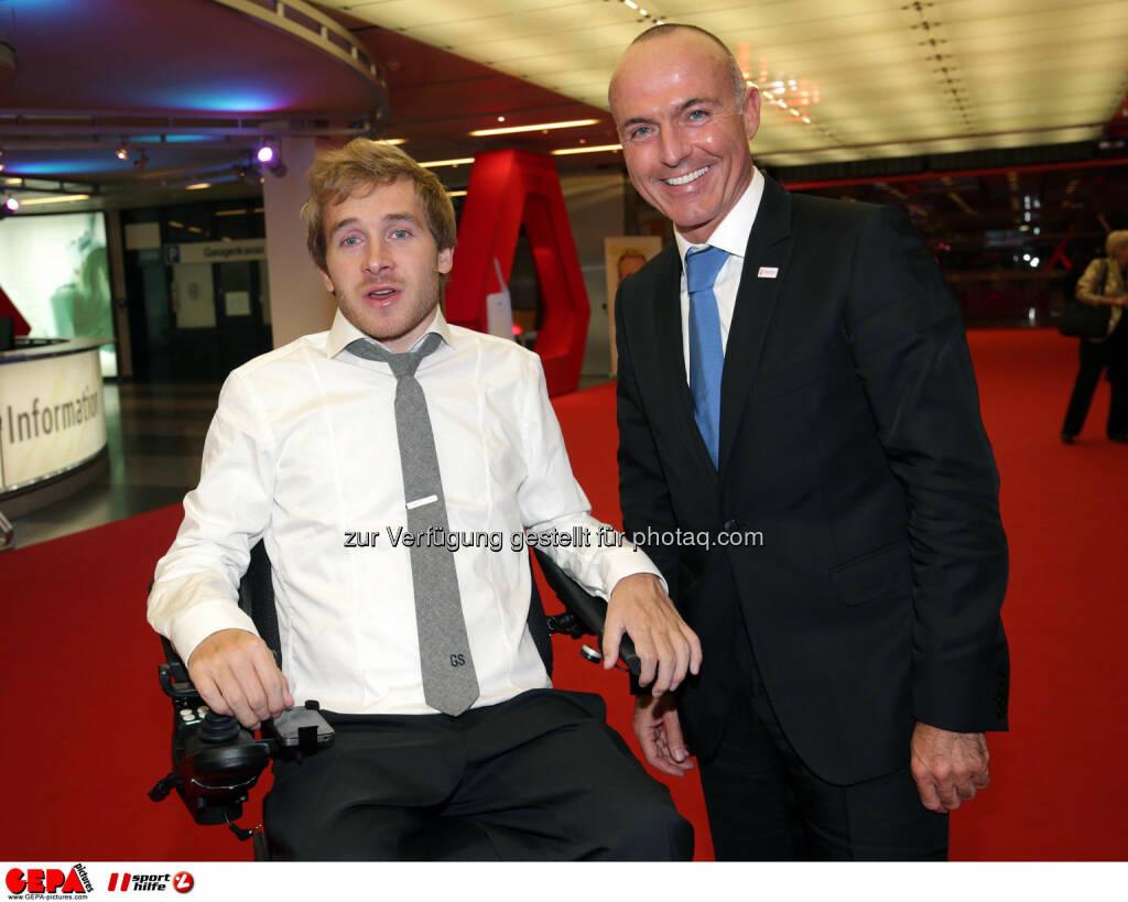 Samuel Koch (GER) und Minister Gerald Klug. Photo: GEPA pictures/ Walter Luger, ©  Gepa pictures/ Michael Riedler (31.10.2014)