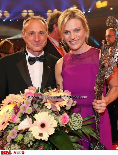 Anton Schutti (Sporthilfe) und Marlies Schild. Photo: GEPA pictures/ Christian Walgram, ©  Gepa pictures/ Michael Riedler (31.10.2014)