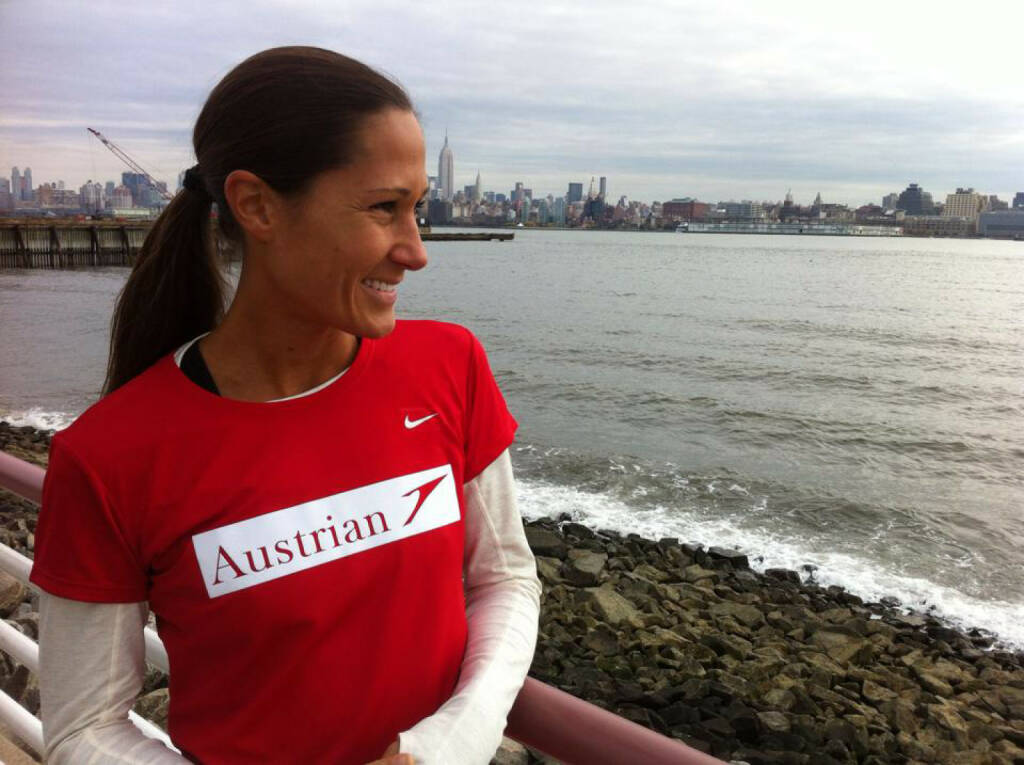 Austrian - Monika Kalbacher in New Jersey... mit schönem Ausblick hinüber auf Manhattan...wo sie morgen beim NYC Marathon starten wird. https://www.facebook.com/kalbacher.monika?ref=br_tf, © Diverse  (01.11.2014)
